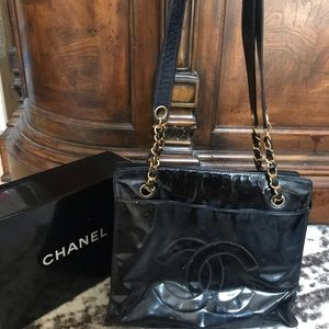 Authentic CHANEL vintage leather chain CC tote